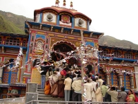 Pilgrims standing outside Badrinath Mandir for Darshan