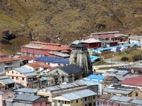 Kedarnath Temple surrounded by many buildings