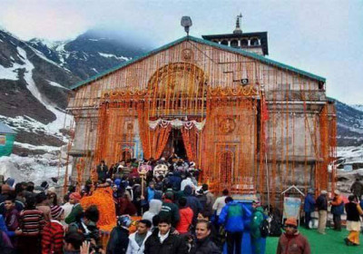 A crowd of devotees for Kedarnath Darshan