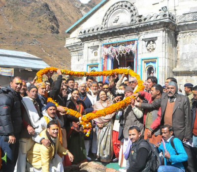 Harish Rawat Meet Committees of Badrinath and Kedarnath Shrines