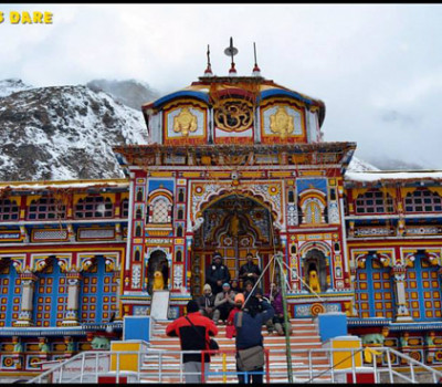 Badrinath during the freezing winters of January by 9 Bikers