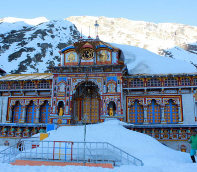 Snow spell in Kedarnath, Badrinath shrines