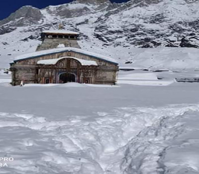 Kedarnath Temple is covered with snowfall, difficulty coming to remove snow
