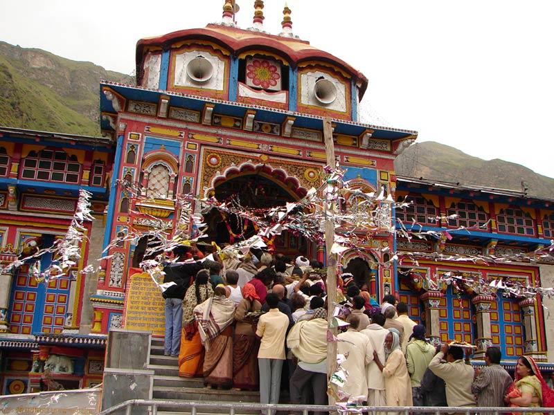 Pilgrims outside Badrinath Mandir