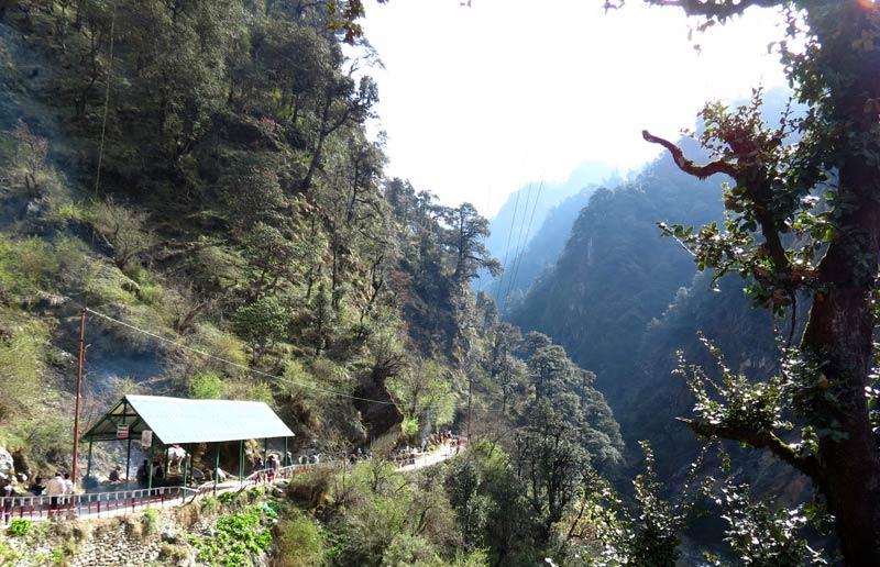 Trekking route to Yamutori
