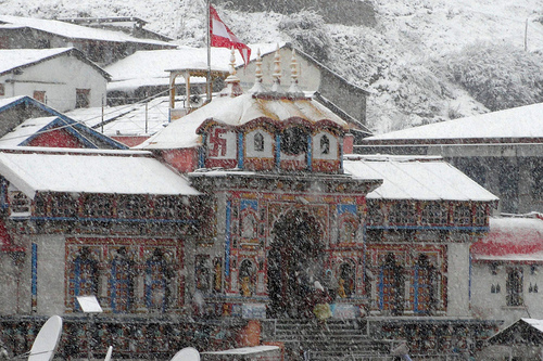 Heavy snowfall in Badrinath