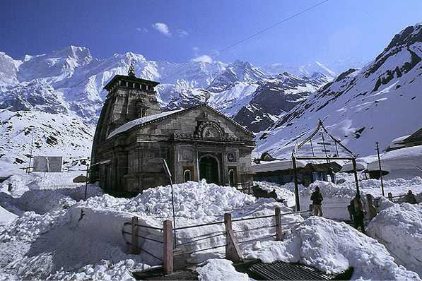 Kedarnath covered with snow