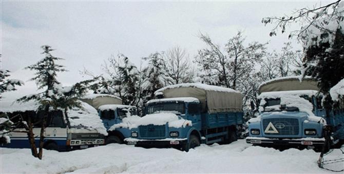 Badrinath Highway closed at Sukki after heavy Snowfall Uttarakhand
