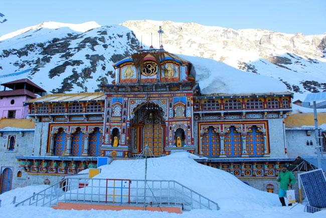 Snow spell in Kedarnath, Badrinath shrines