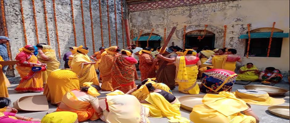 Womens doing preparation of Gaadu Ghada Tel Kalash yatra