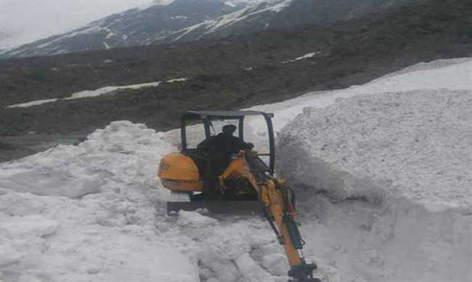 Kedarnath walking route blocked by Iceberg