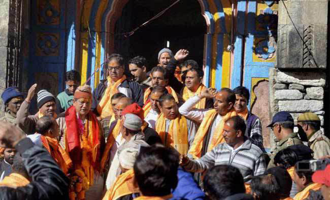 CM Harish Rawat take blessings at Kedarnath