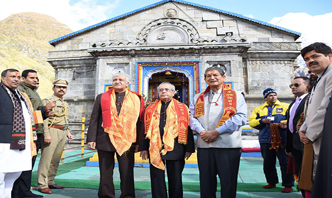 President Pranab Mukherjee take blessing at Kedarnath shrine