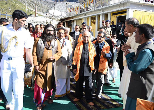President Pranab Mukherjee take blessing at Kedarnath shrine1