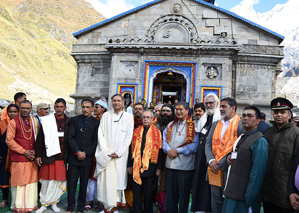 President Pranab Mukherjee take blessing at Kedarnath shrine2